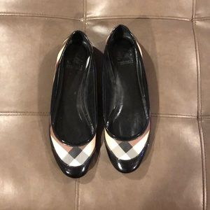 Burberry plaid flat